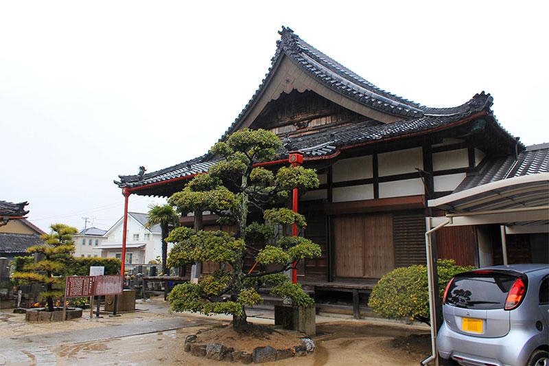 専長寺本堂