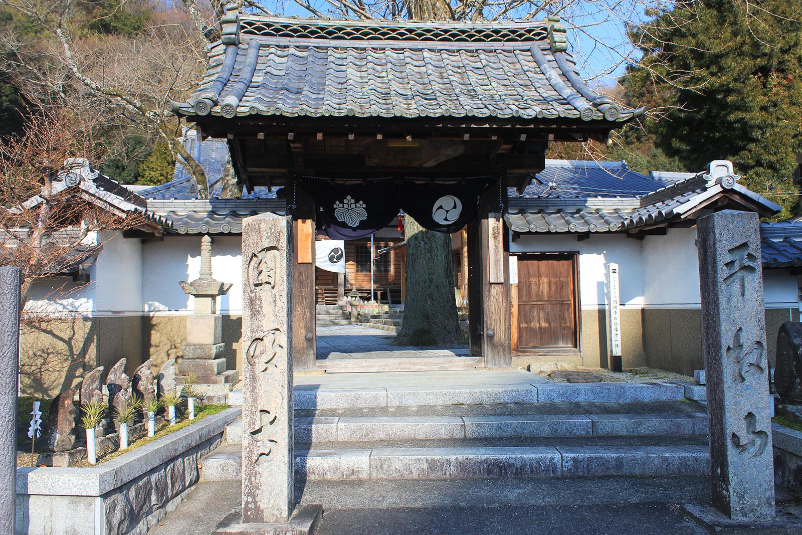 円明寺山門