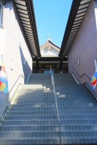 お堂への階段
