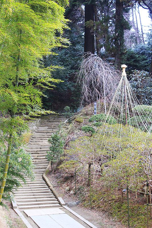 陽徳院廟所への階段