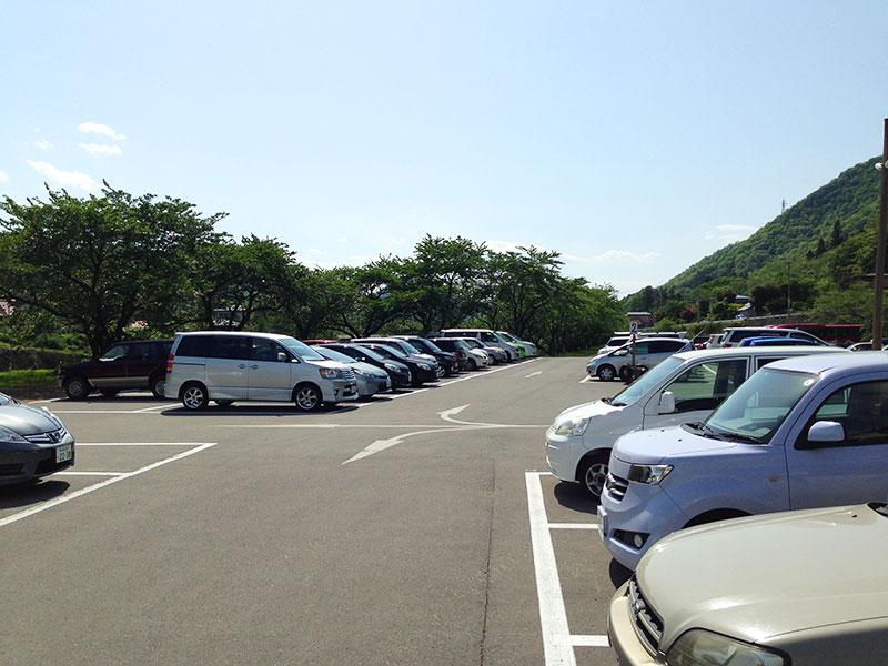 山寺 河原の駐車場