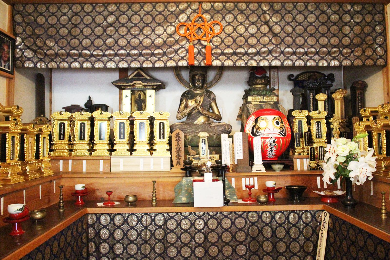 陽徳寺本堂内部