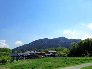金剛輪寺を抱く秦川山