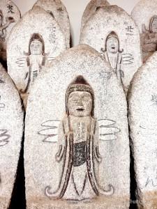 観音像石仏