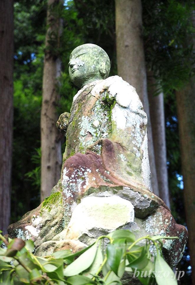 智満寺の石仏の写真