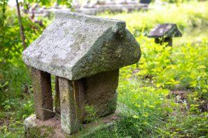 境内の石造祠