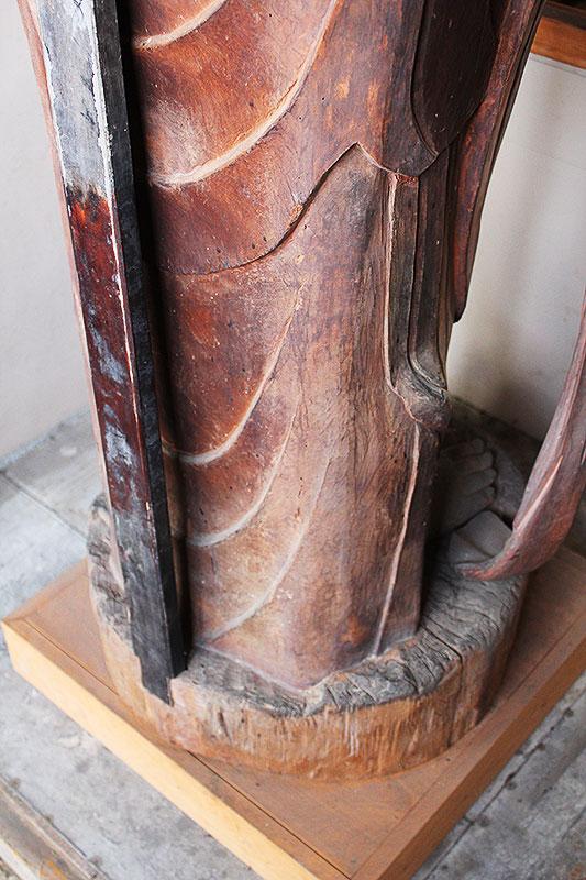 観音菩薩足下の塑像の心木の一部