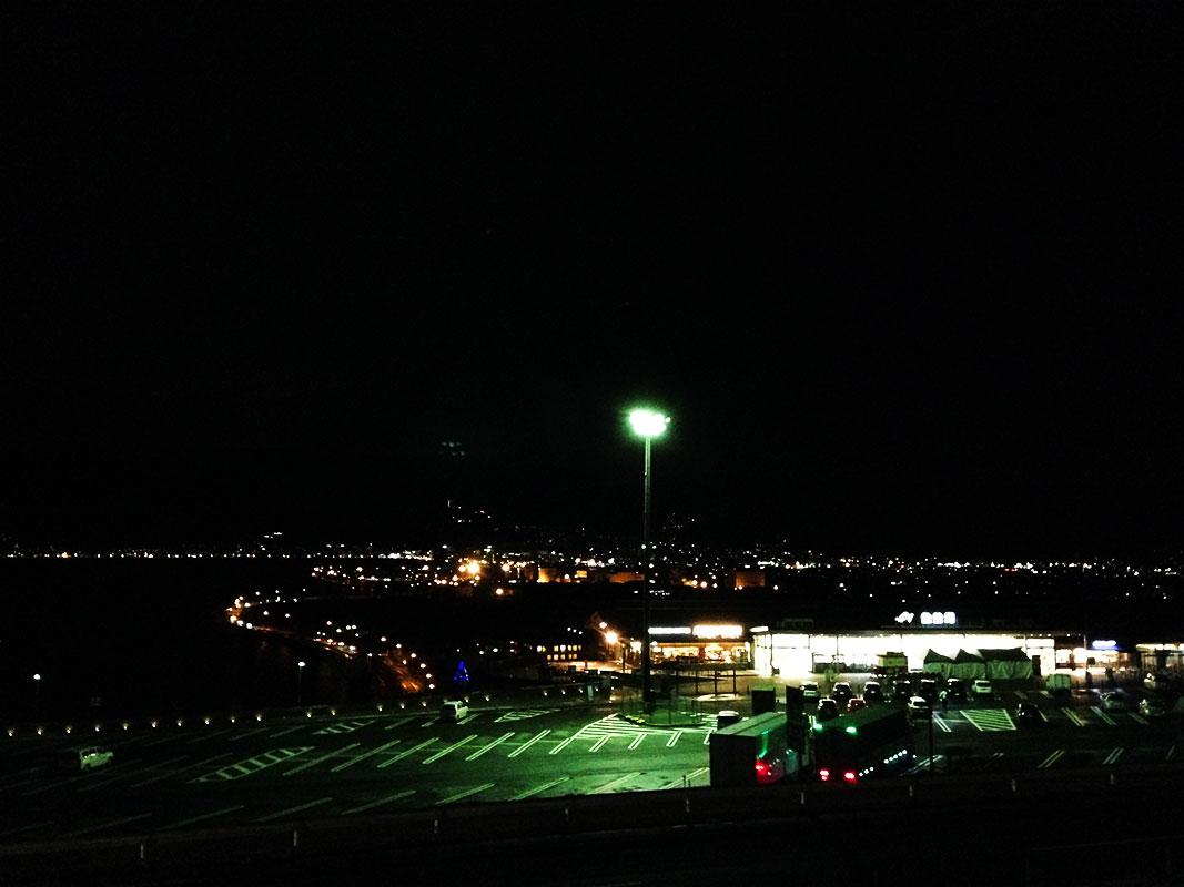 夜の諏訪湖SA