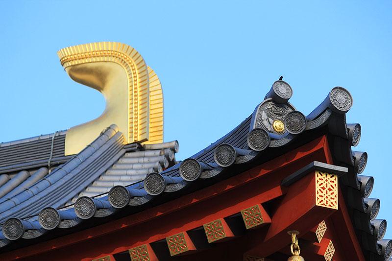 薬師寺大講堂の鴟尾と鬼瓦