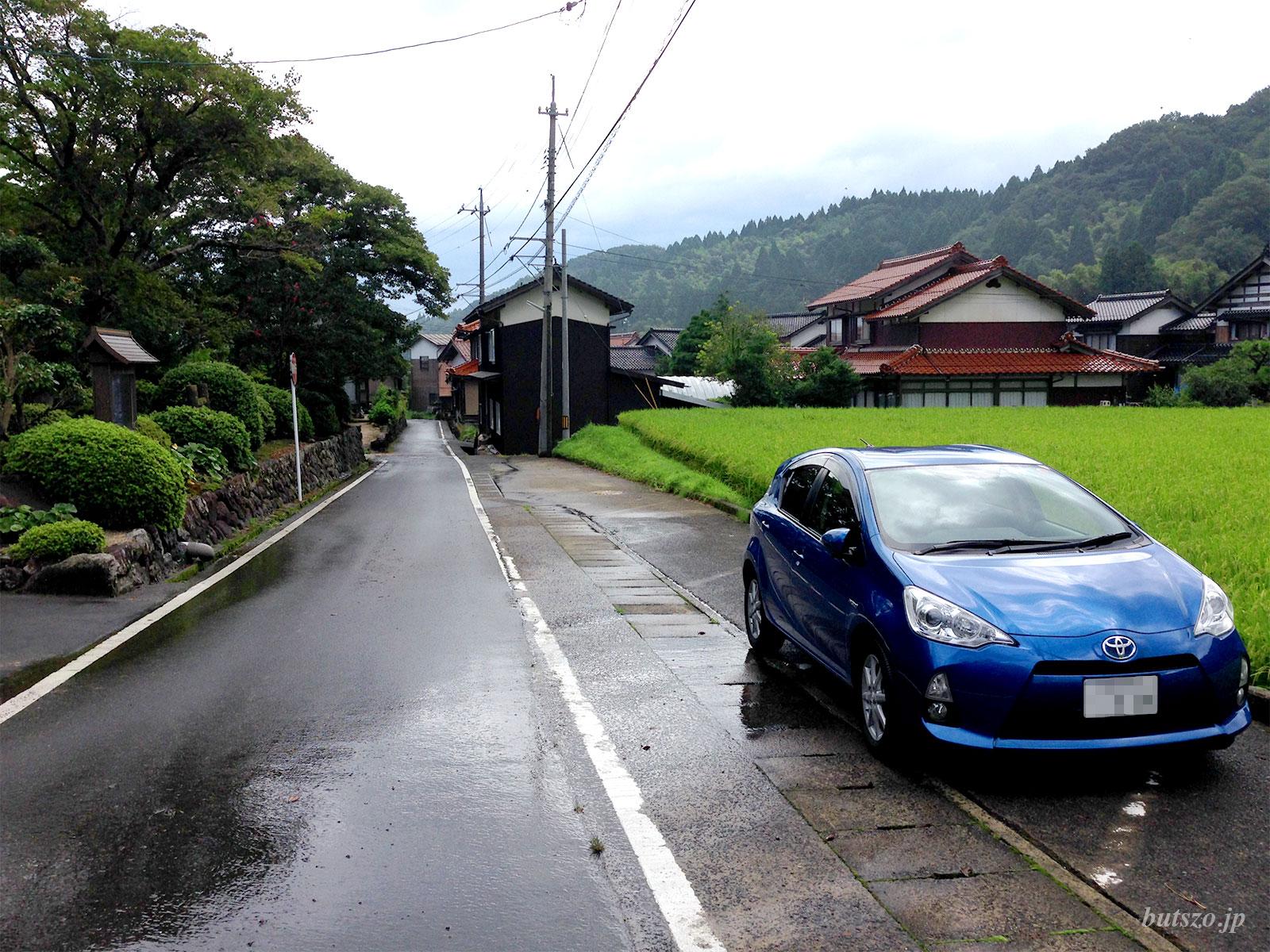 大日寺門前の駐車場